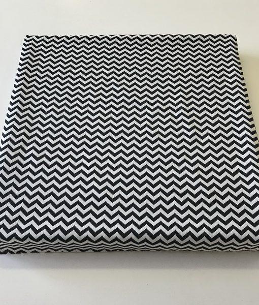 Black and white woven square chevron_resize